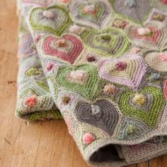 Crochet Heart Blanket from Lili et nene - I saw this on Sewing Daisies FB page!