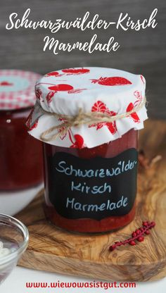 Tipsy black forest cherry jam is a great souvenir and gift for loved ones. As always, easy to make in the Thermomix (or on the stove). Jam Wedding Favors, Jam Label, Healthy Eating Tips, Healthy Nutrition, Vegetable Drinks, Chef Recipes, Drink Recipes, Fabulous Foods, International Recipes