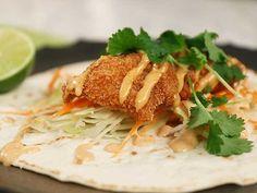Friterad kyckling i tacobröd med chilimajonnäs Tex Mex, Baked Potato, Chicken Recipes, Potatoes, Meat, Baking, Ethnic Recipes, Food, Inspiration