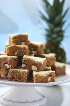 Recept voor fairtrade ananas blondies met witte chocolade chunks.