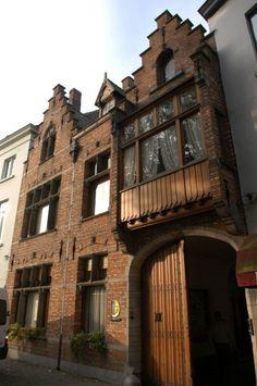 La birreria De Halve Maan di Bruges (foto) ha deciso di costruire un oleodotto per eliminare il trasporto su camion e far viaggiare il suo prodotto fino alla fabbrica di imbottigliamento attraverso tubi sotterranei. ( a cura di Stefano Rizzuti )