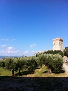 E dopo il palazzo, adesso il castello. Come in una fiaba.  #AlTrasimeno foto di @UmbriaTourism