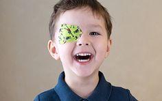 Een lui oog komt vooral voor bij jonge kinderen en kan verschillende oorzaken hebben. Het betreft vaak geen afwijking van het oog zelf, maar een gevolg van een slechte breking van het licht, waardoor de hersenen een wazig beeld doorkrijgen. Oogpleisters helpen efficiënt blijvende schade te voorkomen. Je online apotheker geeft je graag wat uitleg.
