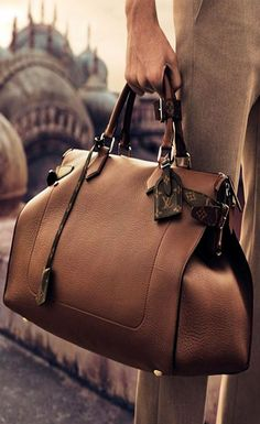 Louis Vuitton Men's Spring 2015 campaign comes a soft-sided bag in timeless leather, subtly finished with Monogram canvas details. Louis Vuitton Hombre, My Bags, Purses And Bags, Old School Style, Fashion Bags, Mens Fashion, Travel Fashion, Girl Fashion, Fashion Jewelry