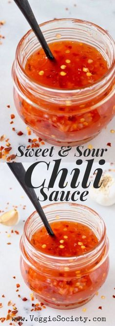 The best ever, vegan sweet and spicy chili sauce recipe for dipping everything. Like the famous Trader Joe's sauce but better, homemade, gf, oil-free! Spicy Chili Sauce Recipe, Sweet N Sour Sauce Recipe, Sweet Sauce, Chinese Chili Sauce Recipe, Lumpia Dipping Sauce Recipe, Hot Sauce Recipes, Trader Joes, Sauce Pizza, Salsa Picante