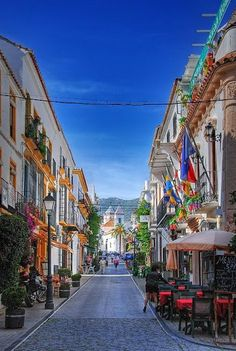 Marbella, Spain on the Costa del Sol..Marbella es una ciudad y municipio del sur de España, perteneciente a la provincia de Málaga, en la comunidad autónoma de Andalucía. Está integrada en la comarca de la Costa del Sol Occidental es una de las ciudades turísticas más importantes de la Costa del Sol y de toda España. Durante la mayor parte del año es centro de atracción del turismo internacional gracias principalmente a su clima y su infraestructura turística.- Marbella, Málaga - España