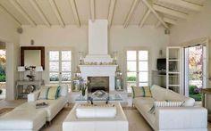 Keltainen talo rannalla: Välimerellistä tyyliä