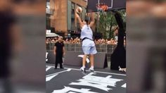 Warriors star Klay Thompson now famous for the worst dunk fail in history