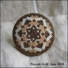 Beading around a wooden disc... in french, but easy to figure out-- great blog