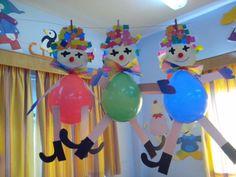 Maro's kindergarten: Baloon clowns! leuk om in de klas naar omhoog te hangen voor thema karnaval nee?