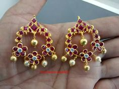 Indian Jewelry Earrings, Indian Wedding Jewelry, India Jewelry, Gold Jewelry, Beaded Jewelry, Trendy Jewelry, Fashion Jewelry, Gold Earrings Designs, Gold Designs