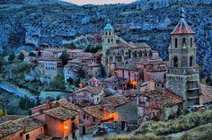 Ces 30 endroits sont complètement méconnus de tous, et pourtant ce sont les lieux les plus splendides sur terre ! Le dernier va vous faire partir loin, très loin... Albarracin, Aragon, Espagne.
