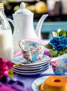 Beautiful Object: Open Bar Colour Party in Brazil Afternoon Tea Parties, Shabby, My Cup Of Tea, Brighten Your Day, Vintage Tea, High Tea, Tea Time, Tea Party, Tea Cups
