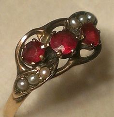 Antique-Georgian-c-1840-1ct-Ruby-and-6-pearl-14ct-gold-ring