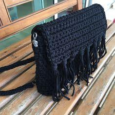 Uma amiga perguntou se eu fazia mochila…nunca fiz, mas faço! Comecei a pesquisar e acabei juntando uma coisa de uma receita, uma de outra e, somando ao aprendizado adquirido com as bolsas, sa…