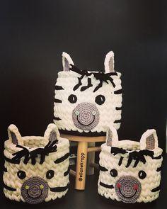 Crochet Cup Cozy, Crochet Box, Crochet Basket Pattern, Crochet Purses, Cute Crochet, Knit Crochet, Crochet Patterns, Crochet Baskets, Knitting Projects