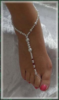 Bare foot sandle bling...pretty. I love being bare foot and painting my tootsies :)