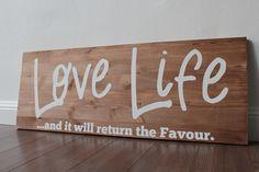 *Glitter Words – Holzschilder, die inspirieren.*          +Passt gut über jedes Sofa, auch super im Eingangsbereich, damit man gleich weiß, was Sache