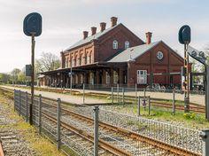 Hovedbygningen på Ribe station set fra sporside i retning mod Tønder