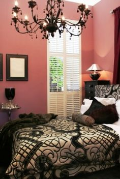 There is a picture on here of a pink and black bedroom with a silver and black bed spread....it has the black chandelier in it.    Just wondering if anyone