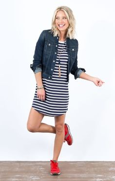 Cute summer 2017 outfit ideas with sneakers, dress. How t… Cute summer 2017 outfit ideas with sneakers, dress. How to look cute in sneakers. Chambray dress, adidas stan smith, how to wear white sneakers Summer Outfits 2017, Outfit Summer, Jean Jacket Outfits, Outfit Jeans, Red Toms Outfit, Denim Jacket With Dress, Adidas Outfit, Casual Outfits, Fashion Outfits