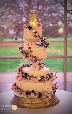 Stunning vintage inspired Wedding Cake, perfect for a Autumn Wedding