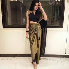 Pant Saree Style – 25 Ideas On How to Wear Pants Style Saree New Saree Blouse Designs, Latest Saree Blouse, Sari Blouse, Saree Draping Styles, Saree Styles, Drape Sarees, Dress Indian Style, Indian Dresses, Indian Wedding Outfits