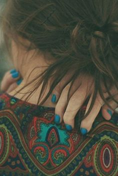 patterned top + blue nails.