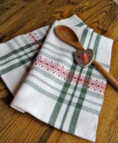 Handwoven towel Christmas Snowflakes Towel par ThistleRoseWeaving Green Christmas, Christmas Colors, Christmas Towels, Christmas Snowflakes, Weaving Patterns, Soft Furnishings, Tea Towels, Holiday Gifts, Weave