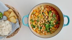 Frisk, Chana Masala, Hummus, Stew, Ethnic Recipes, Casseroles, Food, Pineapple, Cilantro