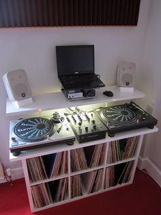 Low cost DJ stand with vinyl storage I searched around for a DJ stand and could not find exactly what I was after, either due to. Home Studio Setup, Home Studio Music, Deck Storage, Vinyl Storage, Unique Man Cave Ideas, Dj Table, Tables, Dj Stand, Dj House