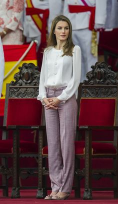 Princess Letizia in a stylish but casual outfit [ VelvetEyewear.com ] #casual #nobility #style