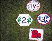 Hopscotch garden stepping stones...love this for the backyard & as a family craft project!  This is my go to website for any craft or food idea!