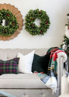 ski lodge chic christmas living room decor - Plaid Christmas Decor