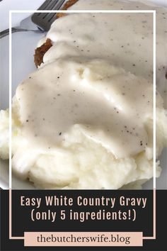 Easy homemade White Country Gravy - only 5 ingredients for the most simple, easy and delicious country gravy! White Gravy Recipe Easy, Easy Gravy, Dairy Queen White Gravy Recipe, Cheap Family Dinners, Homemade Sausage Gravy, Pepper Gravy, Creamy Dill Sauce, Chicken Fried Steak, Biscuits And Gravy