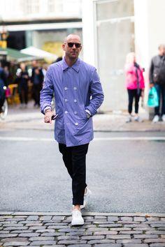 Euroman's fashon director Frederik Lentz wears MYKITA LITE Acetate sunglasses KEELUT at Copenhagen Fashion Week. https://mykita.com/en#layer:/en/sunglasses/lite-sun/keelut/c10-csp-ggd-darkblue-solid-cat2-2502527