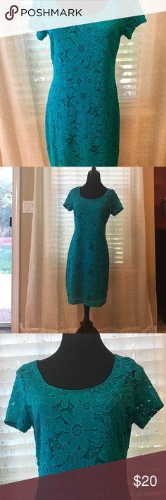 Green floral dress Super cute green floral dress.  Only worn 1 time Tiana B. Dresses Midi