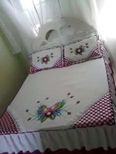 This Pin Was Discovered By Bed Sheet Painting Design, Fabric Painting, Flower Embroidery Designs, Silk Ribbon Embroidery, Colchas Quilting, Sheet Curtains, Bed Cover Design, Vintage Floral Wallpapers, Cute Quilts