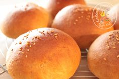 Hamburger bread at low IG (I did it for you !) - The nice pop of Sandra! Hamburger bread at low GI (I did it for you ! Pastry Recipes, Keto Recipes, Snack Recipes, Snacks, Bread Recipes, Food Tags, Hamburger Recipes, Bread And Pastries, Recipes For Beginners