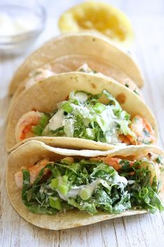 Healthy Shrimp Scampi Taco with Caesar Salad Slaw. Here's a unique twist on a shrimp taco – shrimp sauteed with butter and lemon juice topped with Caesar salad slaw, so fresh and light! Slaw Recipes, Healthy Recipes, Skinny Recipes, Fish Recipes, Seafood Recipes, Mexican Food Recipes, Dinner Recipes, Cooking Recipes, Spinach Recipes
