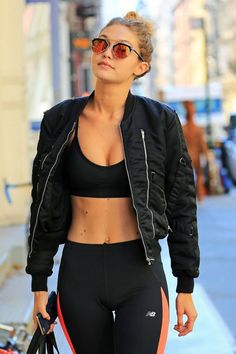 Gigi Hadid's Trainer Breaks Down the Secret to Her Supermodel Abs - - How Vogue's August cover star keeps her famous core in rock-solid shape. Gigi Hadid Abs, Estilo Gigi Hadid, Gigi Hadid Outfits, Gigi Hadid Style, Gigi Hadid Fashion, Gigi Hadid Pictures, Supermodels, Look, Vogue