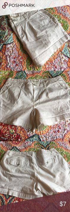 American Rag White Size 18 Shorts Super cute and still super white! I can't remember wearing them but there is a slight be of piling (shown in pic). Still in awesome condition American Rag Shorts