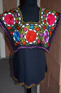Beautiful Embroidered Blouse Peasant Tunic Top by Vtgantiques