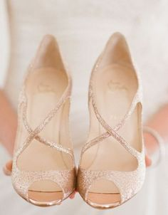 30 Sparkling Rose Gold Wedding Ideas | HappyWedd.com #rockmyspringwedding @Derek Smith My Wedding