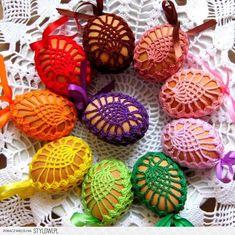 KOSZULKI NA JAJKA, pisanki wielkanocne, 20 kolorów (505… Easy Easter Crafts, Holiday Crafts For Kids, Easter Crochet Patterns, Crochet Motif, Holiday Crochet, Crochet Gifts, Yarn Crafts, Diy And Crafts, Homemade Easter Baskets
