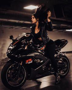 Girls on bike (motorcycle) girls biker Lady Biker, Biker Girl, Suzuki Gs 500e, Motorbike Girl, Motorcycle Girls, Motorcycle Helmets, Bad Girl Aesthetic, Hot Bikes, Biker Chick