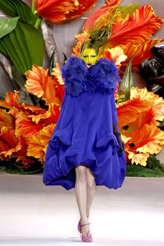 """Christian Dior - Haute Couture Fall Winter 2010/2011 - Shows - Vogue.it Model: Maria Kashleva (""""Open zoom"""" for HQ image)"""