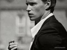 Addicted to Eddie — Thanks to Boo George photographer who posted on... Pleasing People, John David, Study History, Eddie Redmayne, Fantastic Beasts, Best Actor, Male Beauty, Im In Love, Freckles