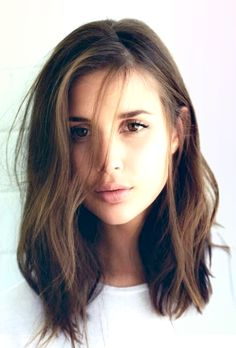 7 Courageous Cool Tricks: Feathered Hairstyles Inspiration bun hairstyles how to.Women Hairstyles For Fine Hair Medium Layered. Lob Hairstyle, Long Bob Hairstyles, Hairstyles 2018, Fringe Hairstyles, Female Hairstyles, Layered Hairstyles, Wedding Hairstyles, Brunette Hairstyles, Everyday Hairstyles