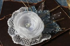 Boho brooch. Burlap Wedding. Jeans. Textile brooch. Corsage pin.Wedding brooch. Fabric brooch. White flower